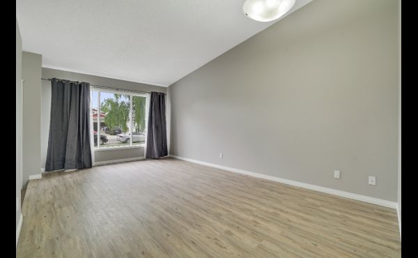 Spacious formal living / dining room on main floor