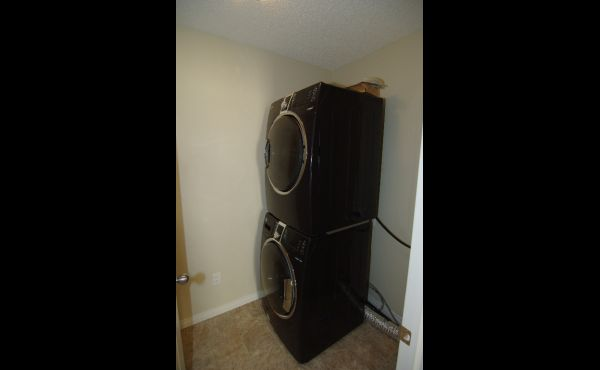 Convenient upper level laundry with high-end washer/dryer